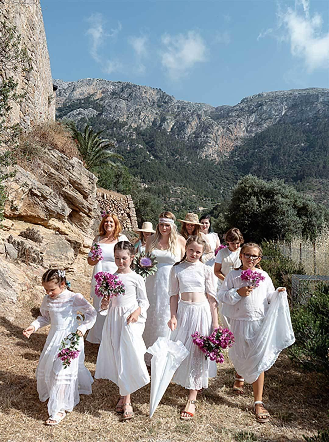 Bride And Brides Mades Sun Colour Happy Day