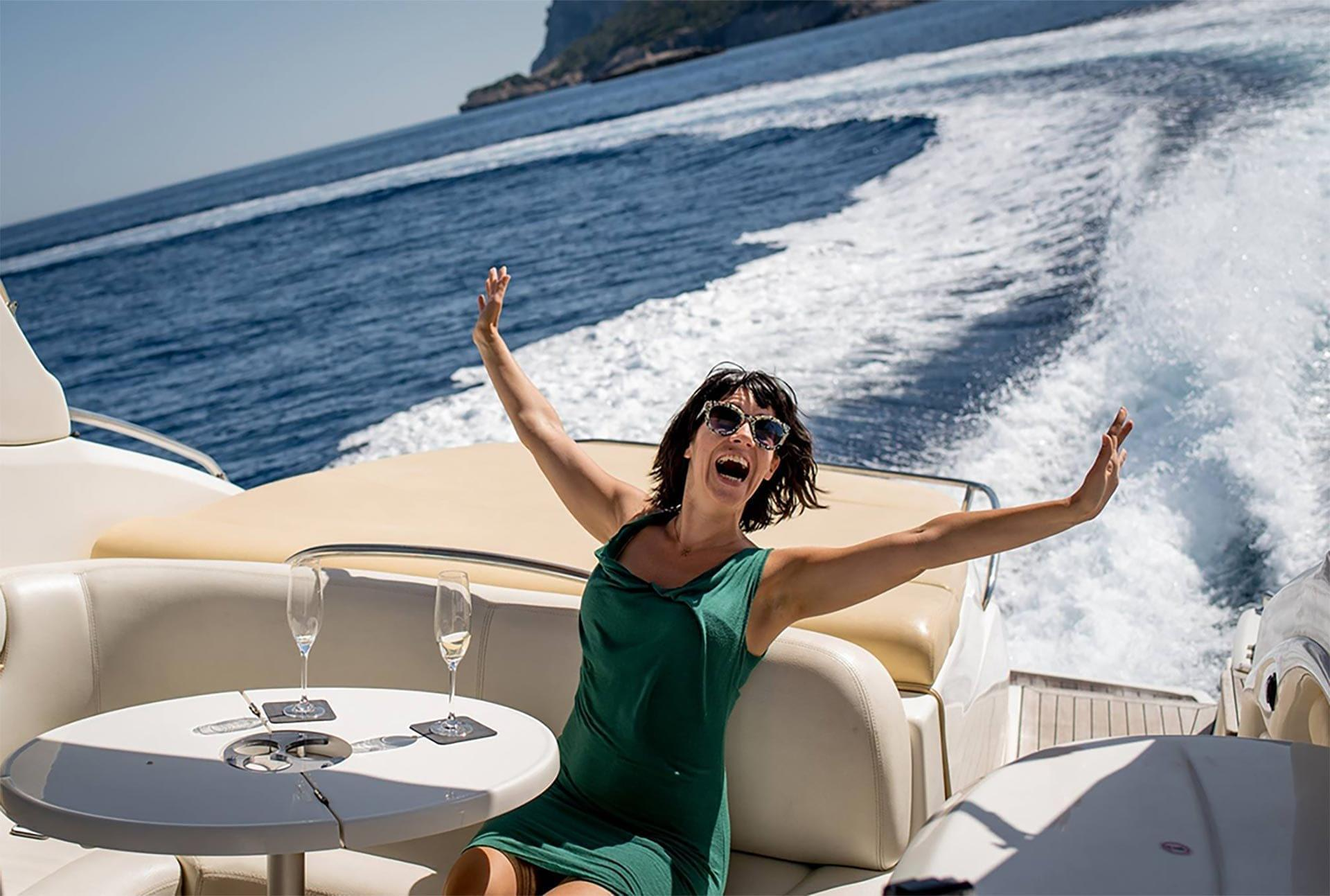 Girl Happy Yacht Motion Glasses