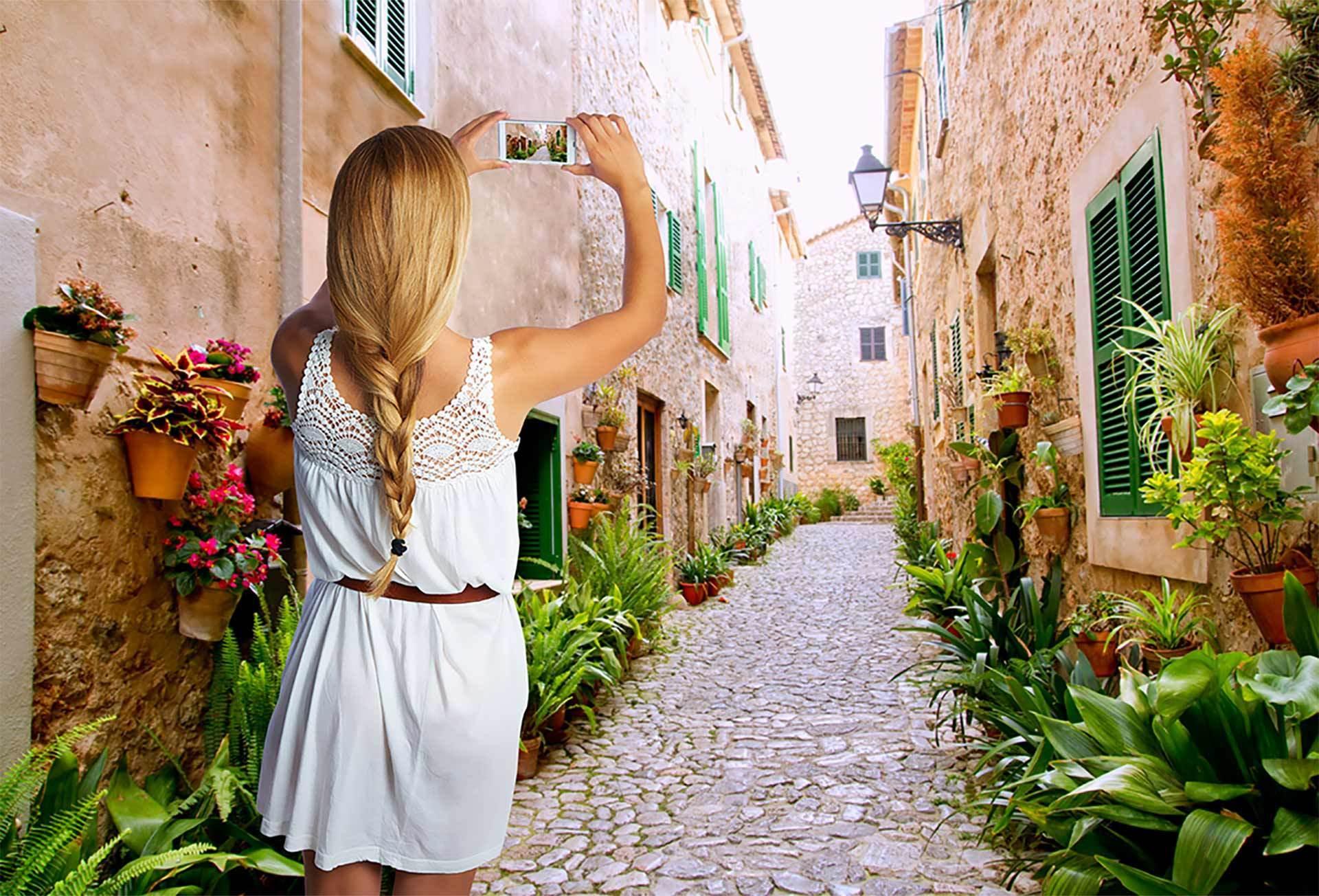 Girl Photo Street Valdemosa