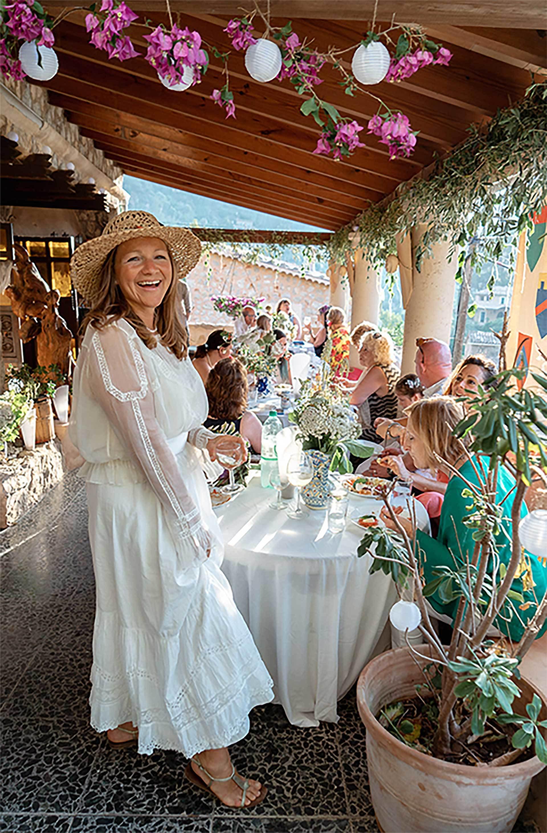 Smilling Women Deia Wedding Colourfull Happy Smile