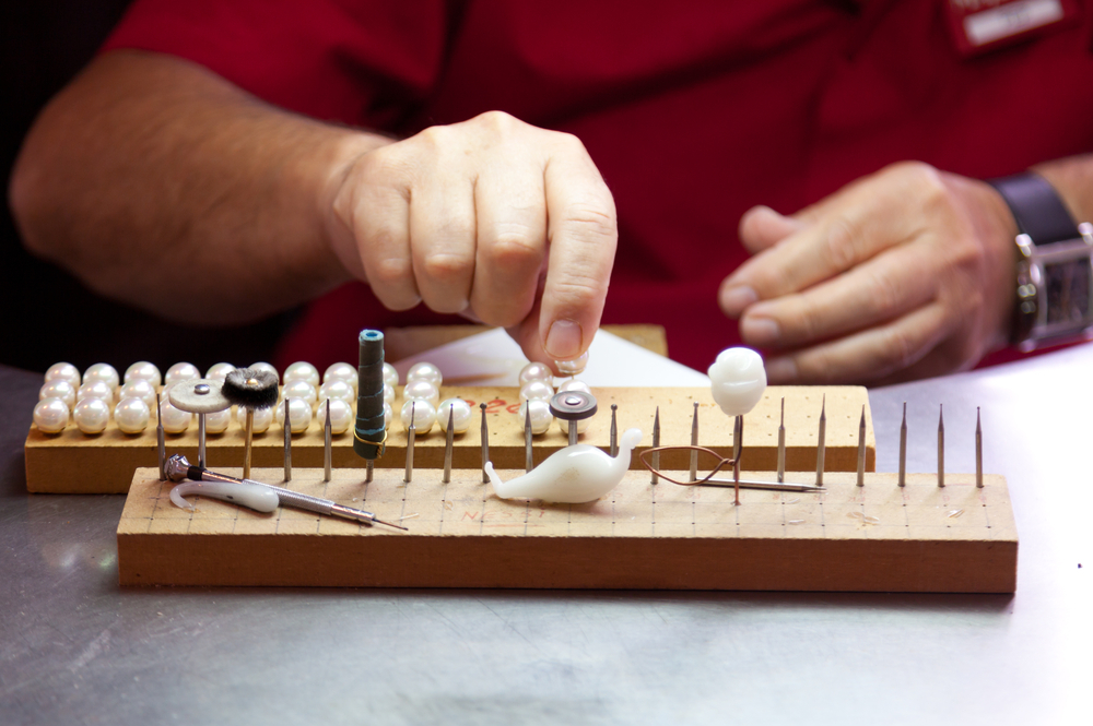 Pearl production in manacor
