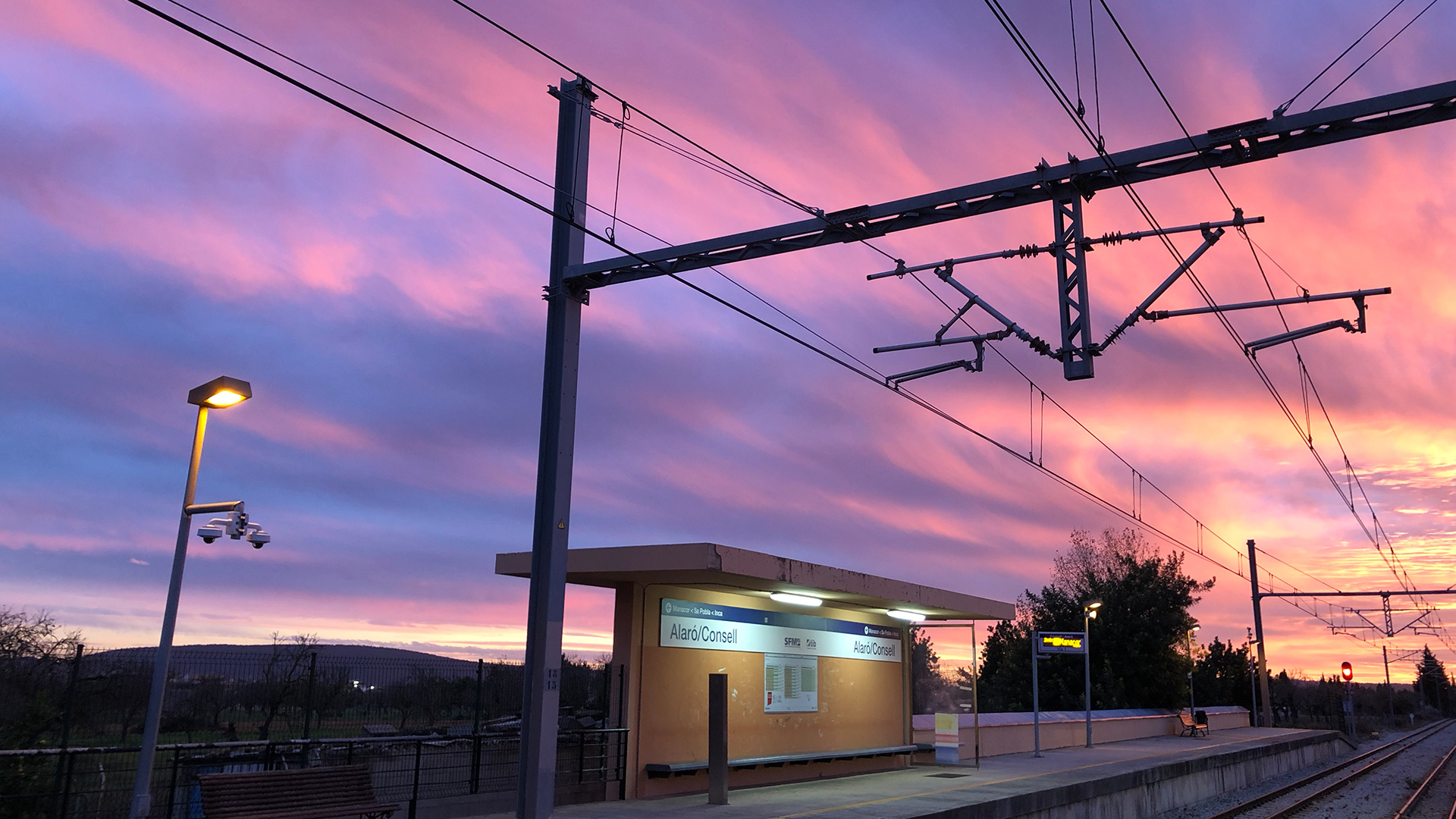 Susnet autumn train station Photo Adele Chretien